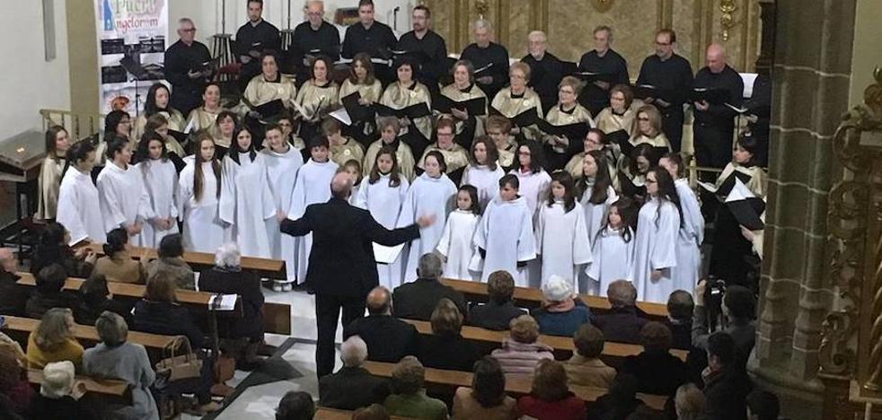 La parroquia se abarrota en el concierto del coro 'Voces Vivas' y la escolanía 'Pueri Angelorum'