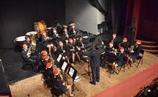 La banda municipal y la escuela de música abarrotan el teatro con su concierto navideño