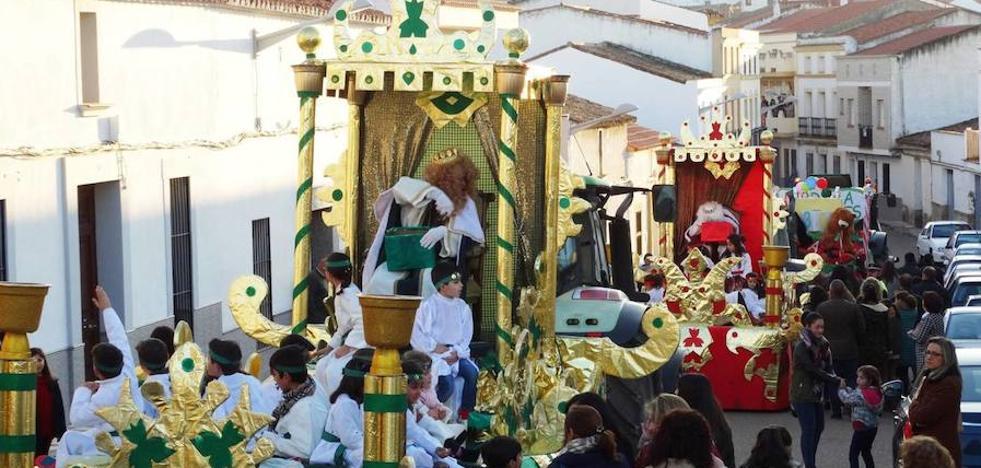 Cuatro carrozas desfilarán en la cabalgata de Reyes de mañana