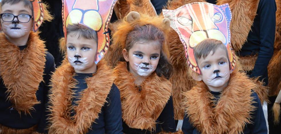 Cinco comparsas participan en el concurso de carnaval de este sábado