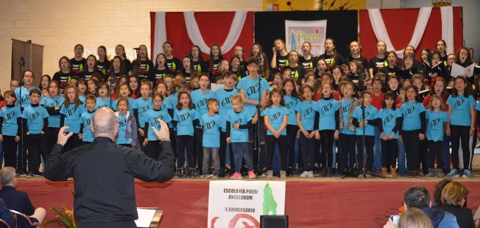 Pueri Angelorum cumple su décimo aniversario rodeada de decenas de voces blancas