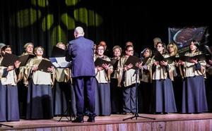 El coro Voces Vivas actúa hoy junto con el coro de la Universidad de Extremadura