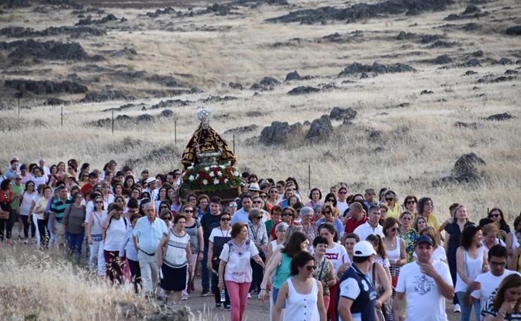 Multitudinaria despedida a la Virgen de Piedraescrita