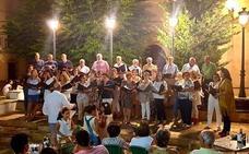 Voces Vivas 'regala' su música por calles y plazas