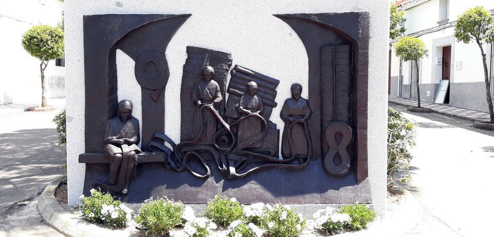 Dedican una escultura para mantener vivo el recuerdo de las esparteras