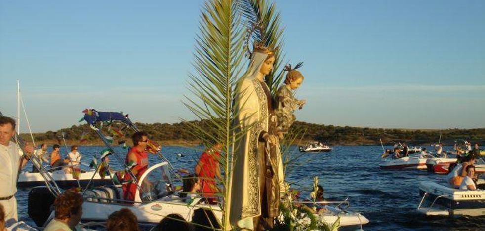 Concurrida procesión náutica de la Virgen del Carmen