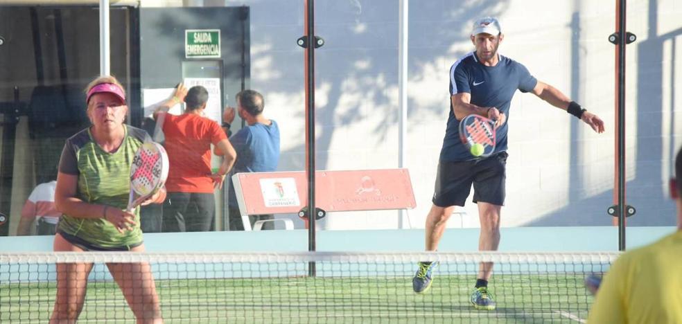 Un total de 38 parejas participan desde el lunes en el torneo de pádel