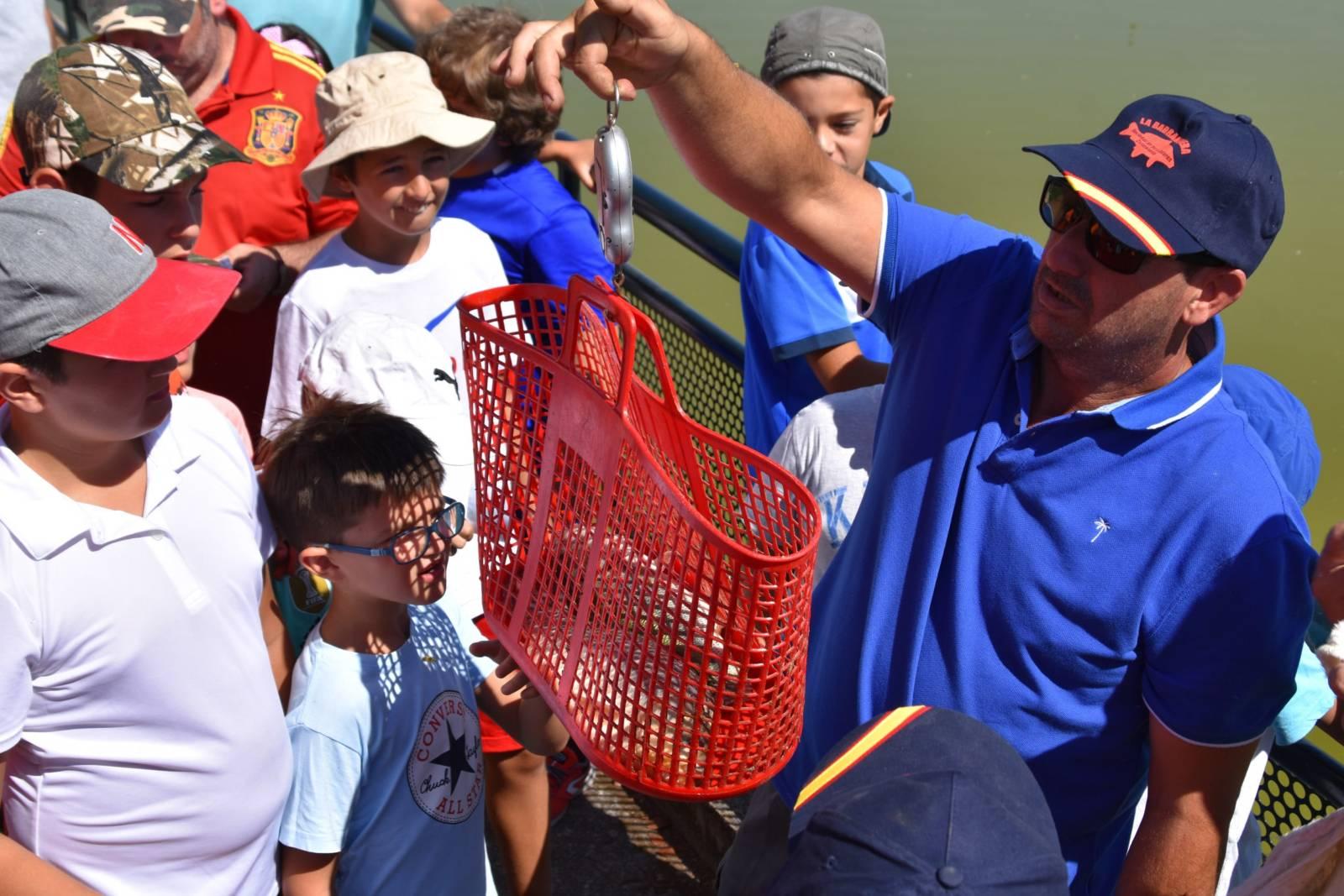 Más de 50 niños participaron en el concurrido concurso de pesca