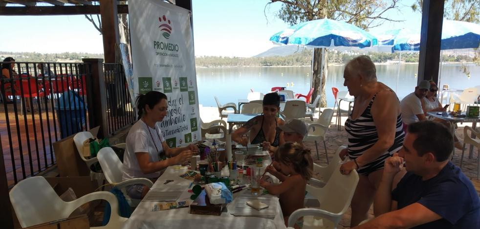 Los bañistas de la Costa Alegre aprenden sobre reciclaje