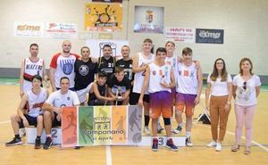El torneo de baloncesto resulta un éxito con la participación de doce equipos