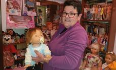 «Disfruto colocando mis cientos de muñecas, aunque también me dan mucho trabajo»