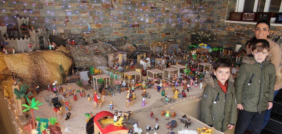 El belén de playmobil de la familia Barrantes Sánchez recrea tradición y modernidad