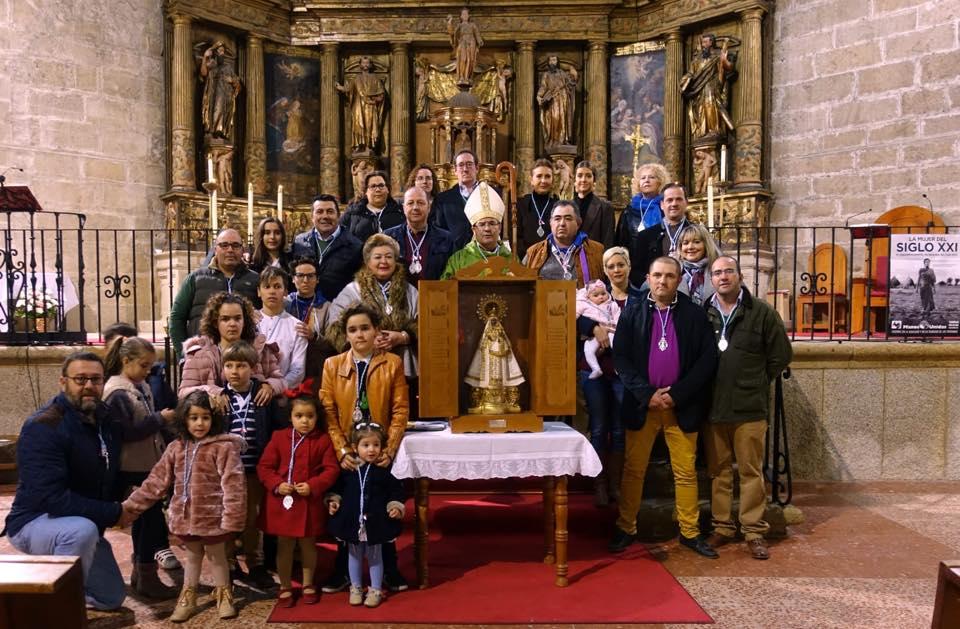 El Obispo impone medallas de la Virgen a aficionados caballistas
