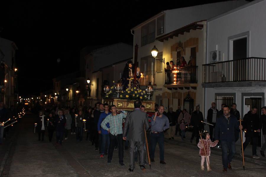 Los casareños arropan a las nueve imágenes del desfile de Jueves Santo