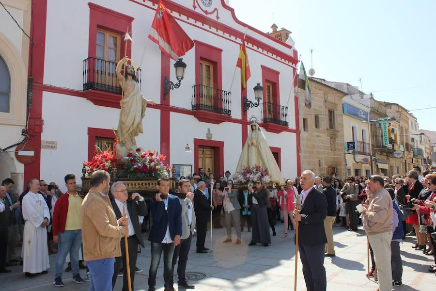 La procesión de El Encuentro despide una Semana Santa llena de tradiciones