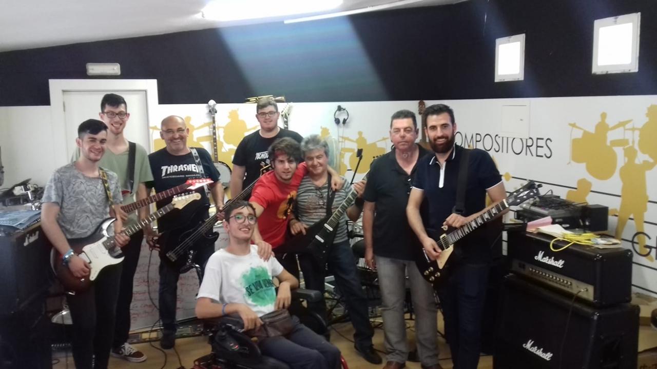 Los amantes del rock se únen para colaborar con la ayuda contra el cáncer