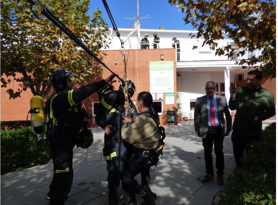 Simulacro de incendio y evacuación en la Residencia de Mayores «La Serena