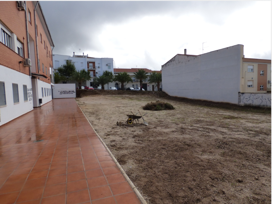 El Ayuntamiento acondiciona los terrenos para el primer 'Huerto Urbano Intergeneracional' de Castuera