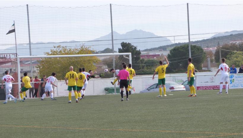 Cómoda victoria del CD Castuera-Subastacar ante el Olivenza (3-0)