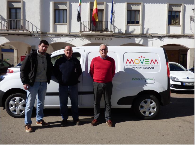 El Ayuntamiento de Castuera recibe un vehículo eléctrico del Plan Moven de la Diputación de Badajoz
