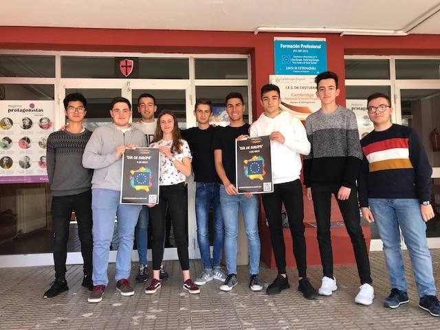 Alumnos de 1º de Bachillerato del IES Castuera participan en el concurso escolar 'Día de Europa'