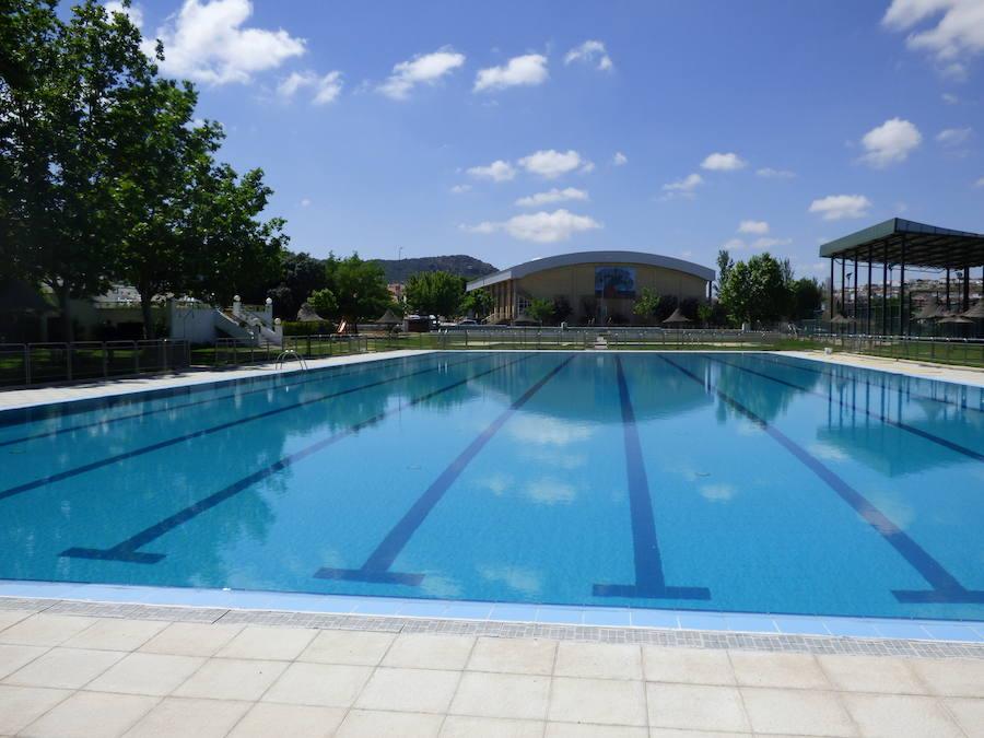 El Ayuntamiento oferta dos plazas de ATS/DUE y dos de Taquillero Recaudador para la piscina municipal