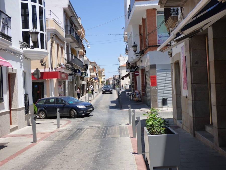 Finaliza la instalación y el acondicionamiento del mobiliario urbano en las calles Santa Ana, Mártires y Constitución