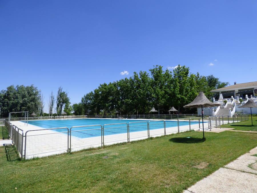 La piscina municipal se pone a punto para inaugurar la temporada de baño 2019