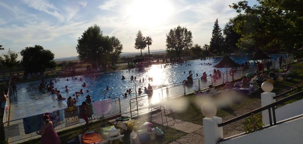 La primera jornada de horario ininterrumpido de la piscina tuvo una enorme acogida