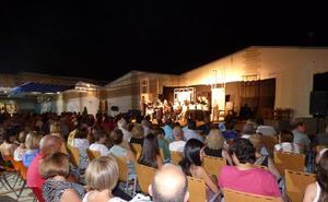 Pintura, escultura, grabados, teatro, fotografía, danza, canto coral, exposiciones, poesía, música y técnicas audiovisuales se darán cita la IIª Feria de la Cultura