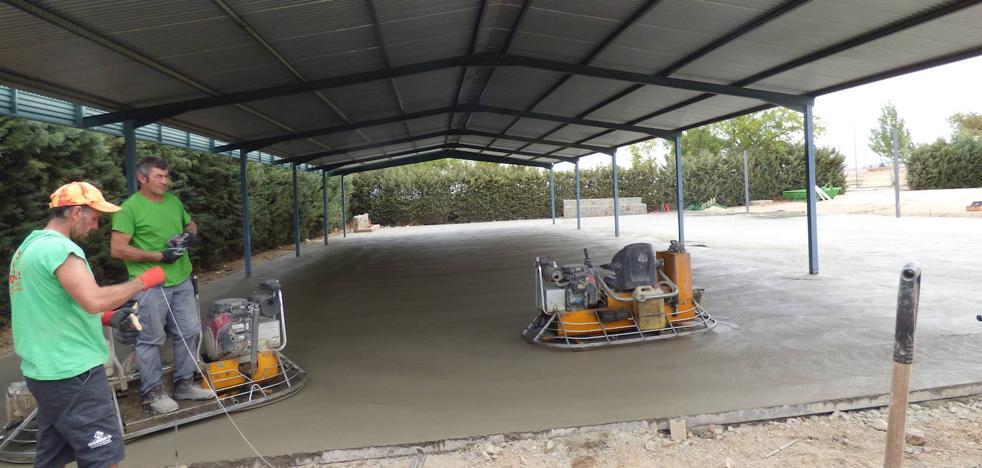El ayuntamiento acomete obras de mejoras en la zona del concurso de calderetas del Salón Ovino