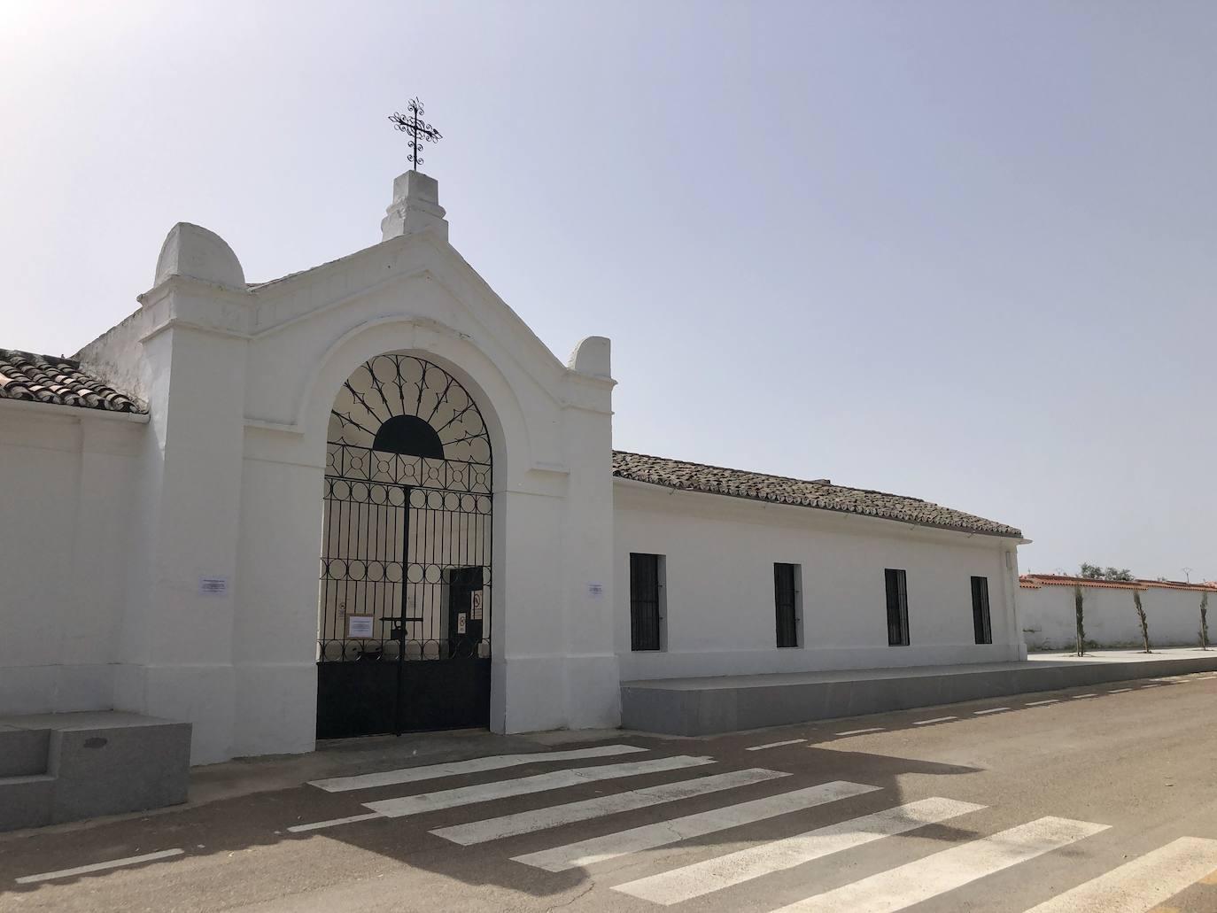 El Cementerio Municipal de Castuera cambia a su horario de otoño-invierno