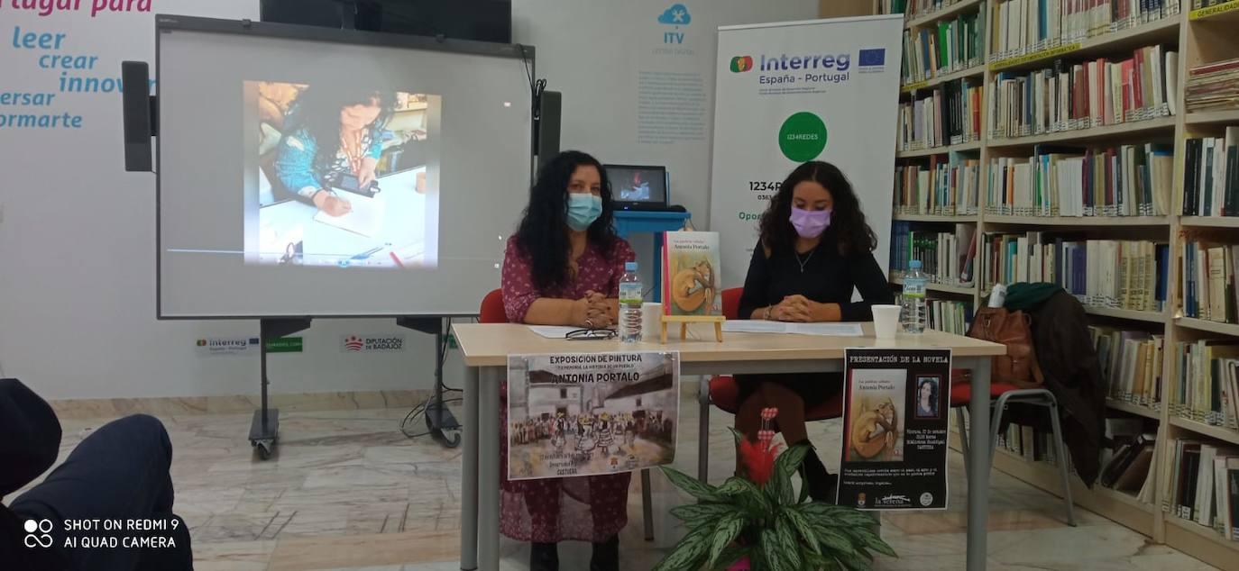 La escritora extremeña Antonia Portalo presenta 'Las palabras calladas' en la biblioteca de Castuera