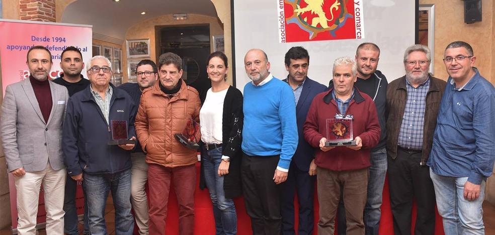 Asecoc galardona a tres empresarios de la ciudad por su dilatada trayectoria