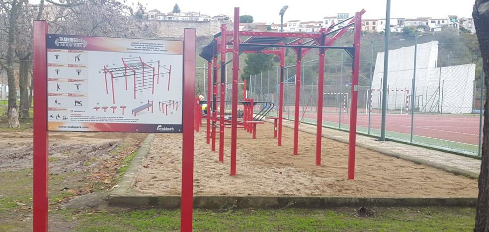 El Consistorio instala un circuito deportivo exterior en el polideportivo