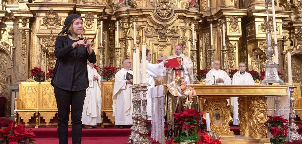 La Seo cauriense fue el escenario de la Pontifical de Pascua en lengua de signos