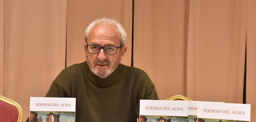 El cauriense Calixto García presentó su nuevo libro 'Poemas del Alma'