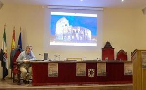 Manuel Chinchilla inauguró Coria Maravillosa con una charla sobre 'El orden del laberinto'
