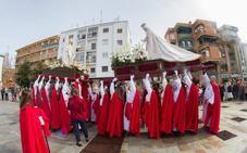 La Semana Santa cauriense cierra sus desfiles procesionales con El Encuentro