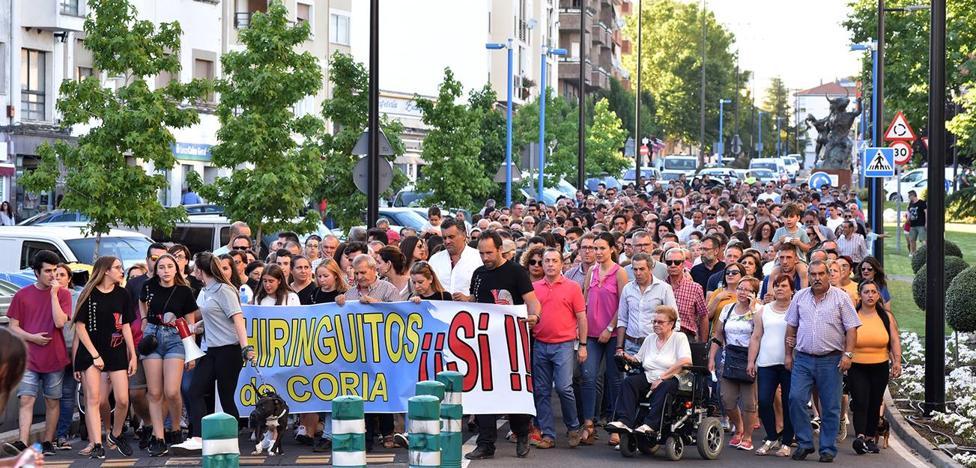 Un buen número de personas se manifestaron en defensa de los chiringuitos