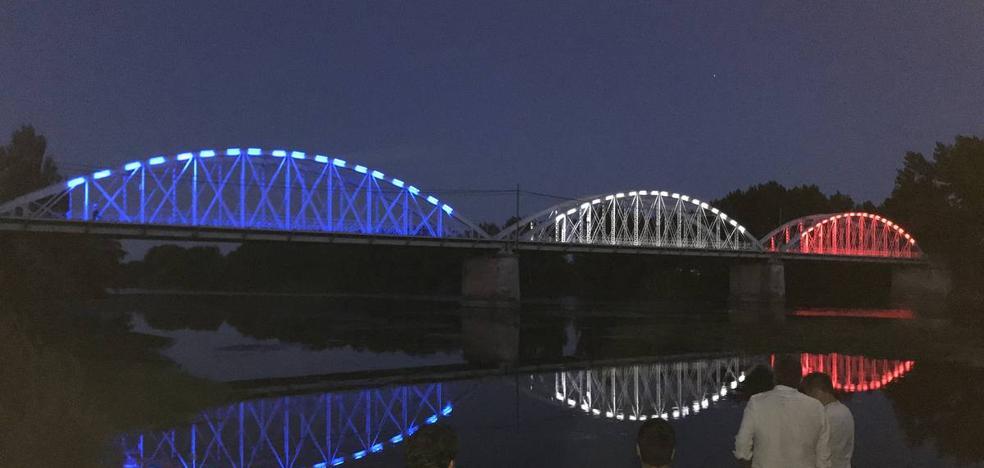 Inaugurada la nueva iluminación del Puente de Hierro en su 110 aniversario