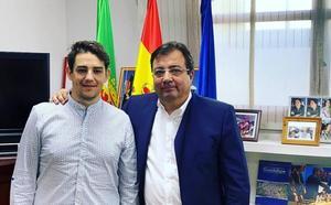El portavoz del PSOE en Coria, Héctor Lisero se reúne con el Presidente de la Junta