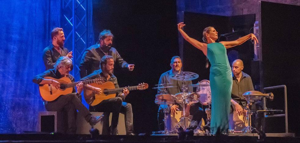 La diva del baile andaluz, Sara Baras, abrió el Festival Internacional de Guitarra