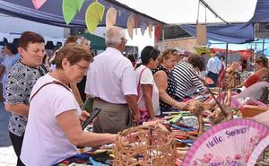 El XXV Jueves Turístico volvió a llenar de artesanos el casco histórico de la ciudad