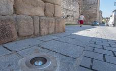 La iluminación decorativa de la muralla en la calle Horno estará ejecutada en las próximas semanas