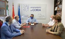 El alcalde se reúne con los empresarios de Coria para transmitirles tranquilidad