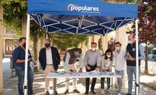 El Partido Popular recoge firmas por una Sanidad digna en el medio rural