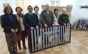 La Asociación de Nuestra Señora de los Remedios cede a Cáritas las ocho camas adquiridas tras la Jornada de Caridad
