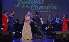 Una dulce y espectacular Marta Carretero consigue el Micrófono de Plata en el Festival de la Canción de Extremadura