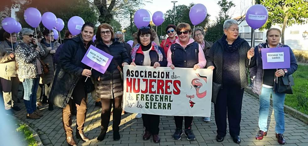 Alrededor de 80 personas marchan Contra la Violencia de Género